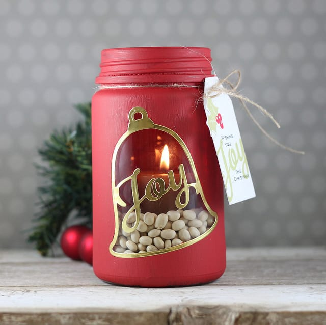 Nothing says FESTIVE like red and gold, and this BEAUTIFUL candle holder turns a mason jar into a gift!