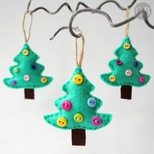 How ADORABLE are these felt Christmas tree ornaments!