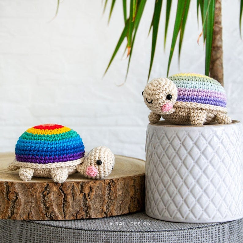 Make this pair of crochet tortoises to keep you company on your desk