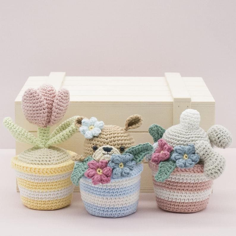 This crochet pattern works up quickly and these plant pots make a wonderful spring gift