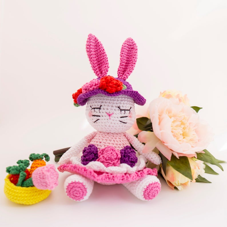 This super sweet amigurumi bunny is going to make a child very happy this Easter!