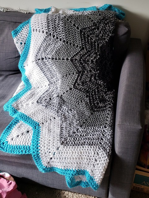 Black and Gray Rainbow Ripple Blanket