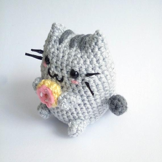 Amigurumi Cat with a Donut