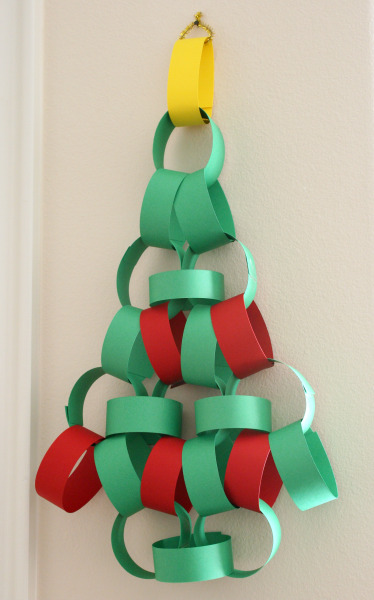 What a BRILLIANT idea of using paper chains to create a tree shaped advent calendar!