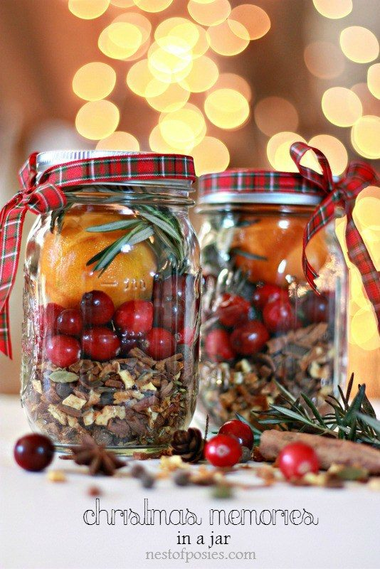 What a wonderful gift idea - Christmas memories in a mason jar!