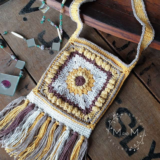 This boho sunflower bag is a free crochet pattern - click through to find out how to download it