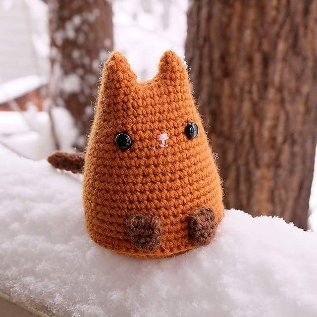 Crochet dumping kitty