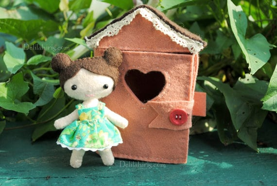 Make your own felt dolls house