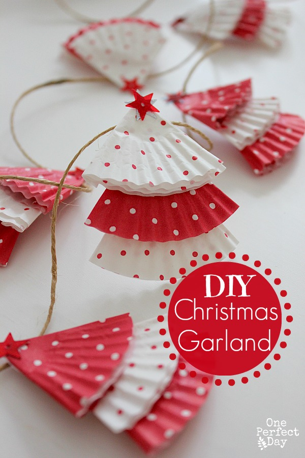 Oh this Christmas tree garland is so PRETTY - and all you need is some cupcake cases!