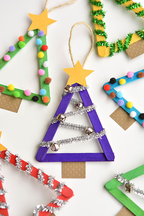 Time to grab the glue gun! These Christmas trees are so STINKING CUTE we