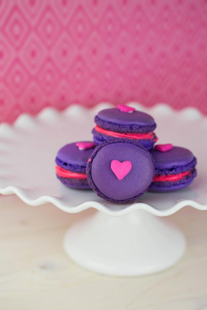 Valentine's Day Macarons Recipe - This Mama Loves