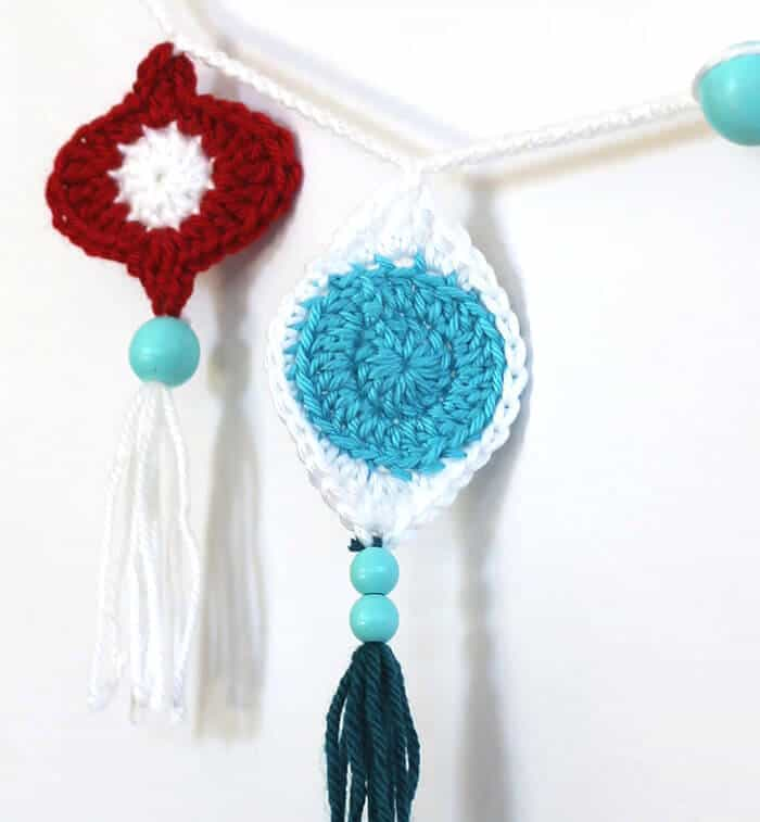 Free Crochet Pattern Retro Ornament Bunting