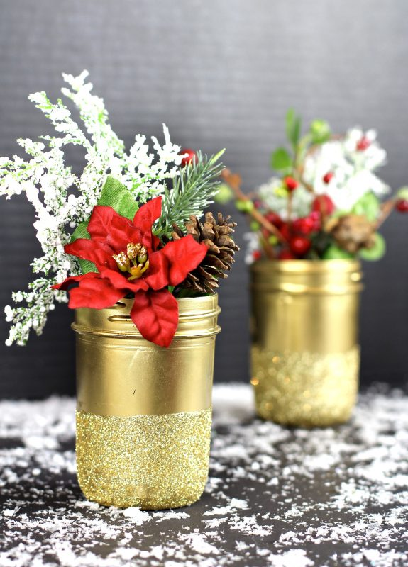 All that glitters is gold this Christmas with these Mason Jar vases!