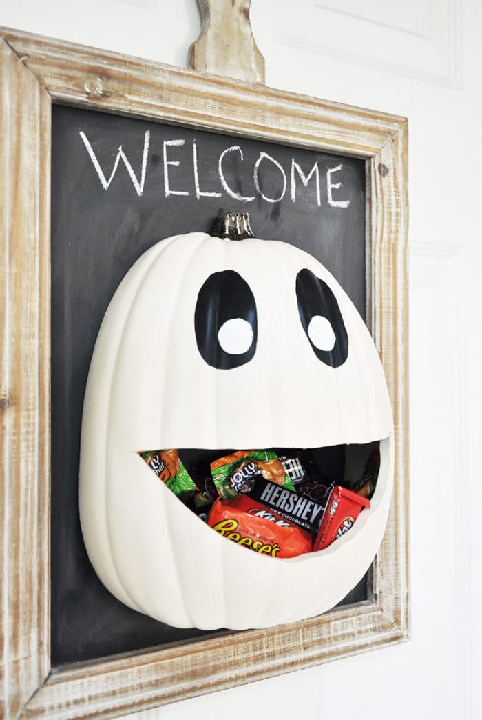 I love this! If you're going to be out trick or treating let everyone else help themselves to candy on your porch!