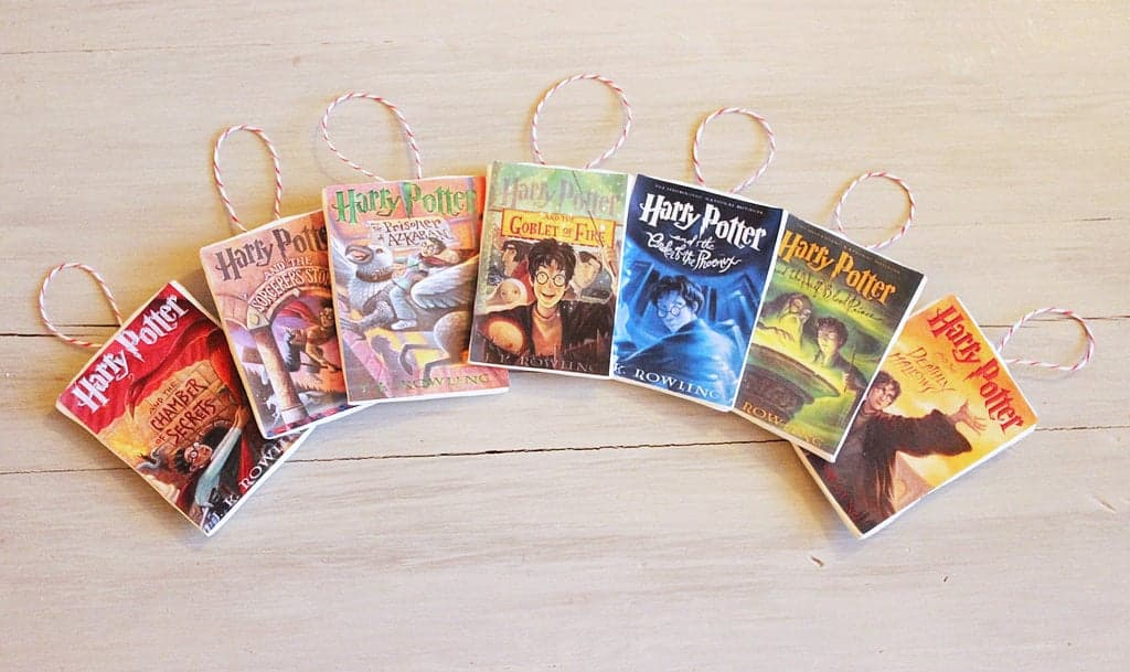 These teeny Harry Potter book cover ornaments are so clever, and adorably cute. You'll need some Crayola Model Magic and a hot glue gun.