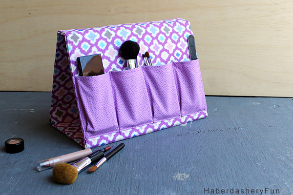 PERFECT for storing makeup brushes or pens and so EASY to make too!