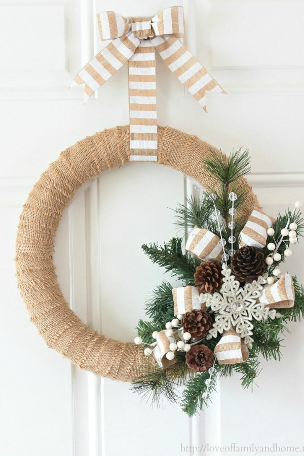 This burlap Christmas wreath is STUNNING and I was surprised at just how EASY it was to make!