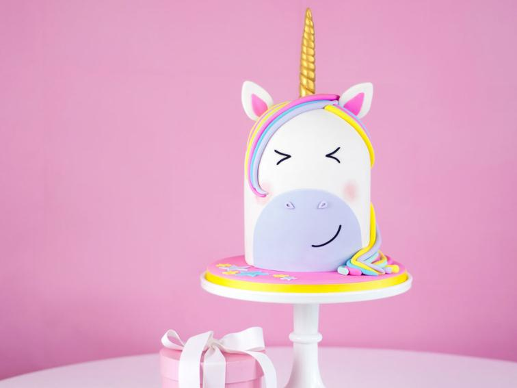 How GORGEOUS is this rainbow unicorn cake - and way EASIER to make than it looks!