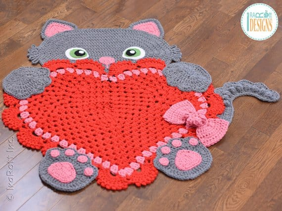 Isn't she just the CUTEST cat you have ever seen on a rug?? This crochet pattern is easy to follow if you're an intermediate.