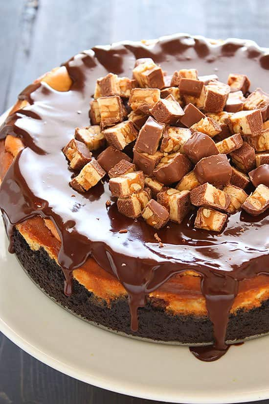 It's sweet and ever so slightly tangy with the unmistakable taste of Snickers in every bite!