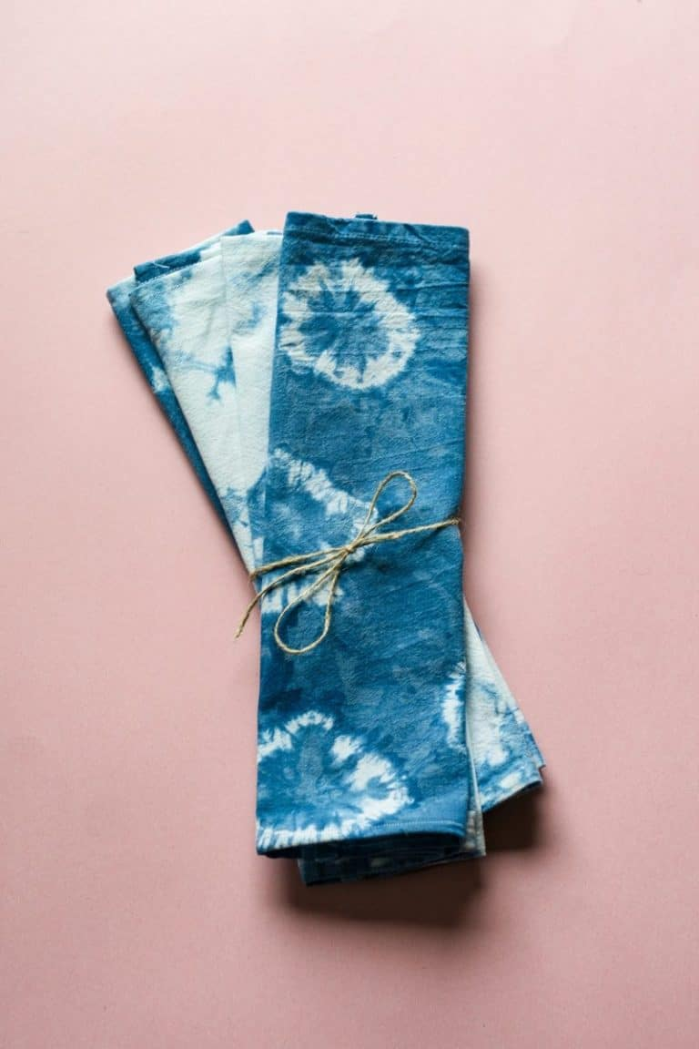 These shibori cloth napkins would make a wonderful handmade gift for a friend