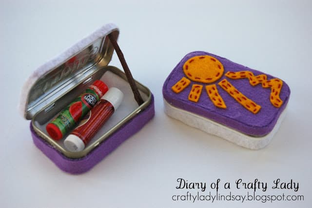 Altoid Tin: Make a chapstick holder