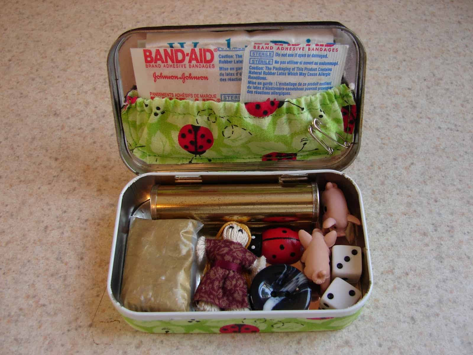 Make a mother's emergency kit in an altoid tin