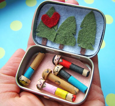 Altoid Tin Toys: Make a tiny portable peg family