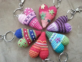 Crochet heart keychain pattern