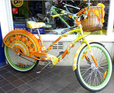 28 genius ways to make your bike look fabulous just for Bike decorating ideas