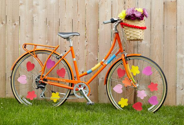 How to Decorate a bike: Pretty up your spokes with felt flowers