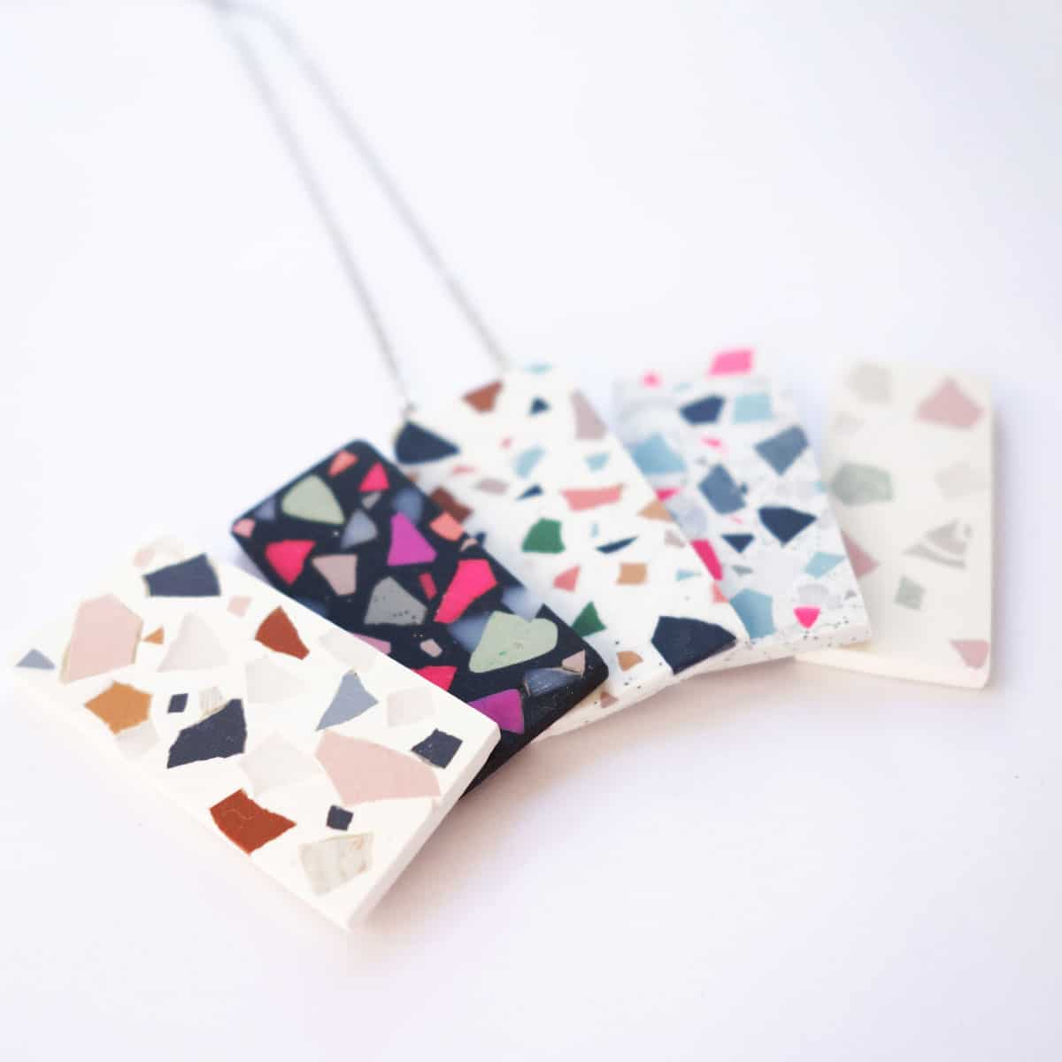 These faur terrazzo pendants are so easy to make and you can choose whatever colours you like!