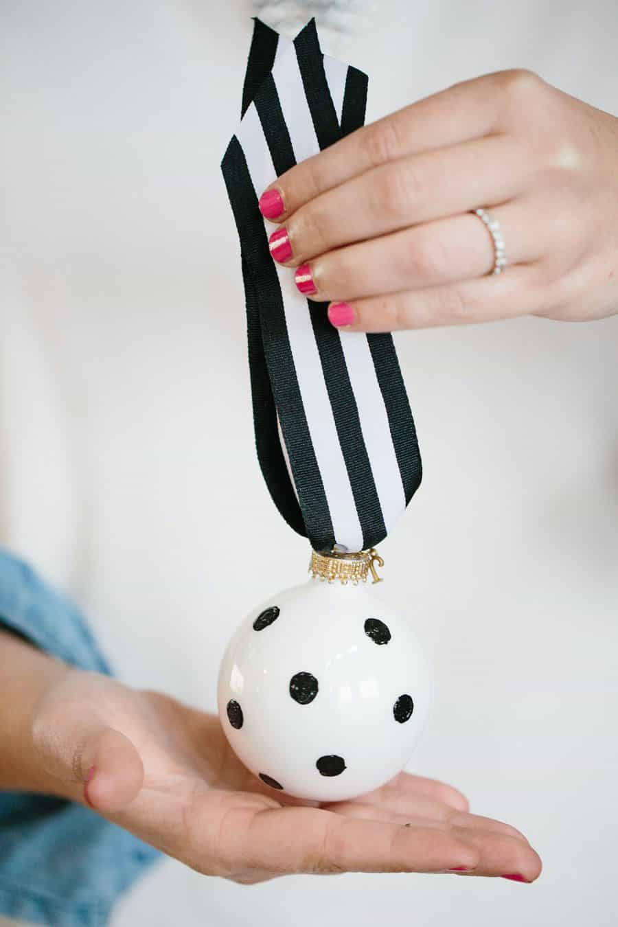 Black and White Ornaments a la Kate Spade