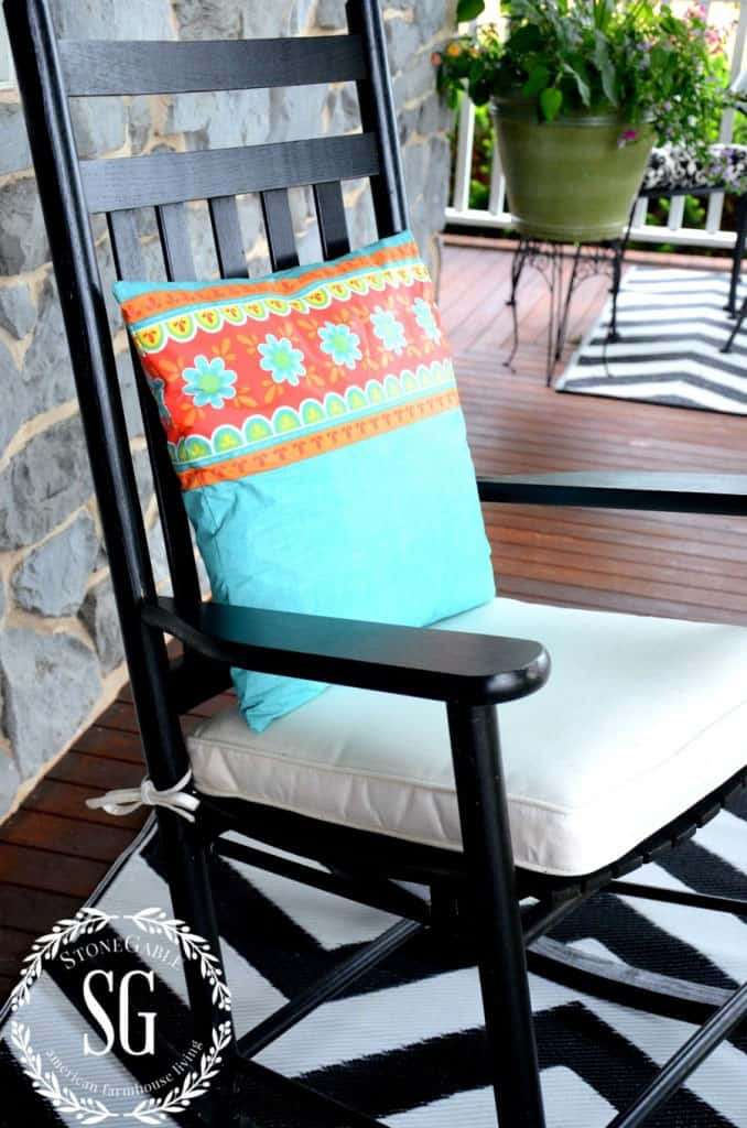 Sew-Easy Outdoor Pillow From A Vinyl Tablecloth<