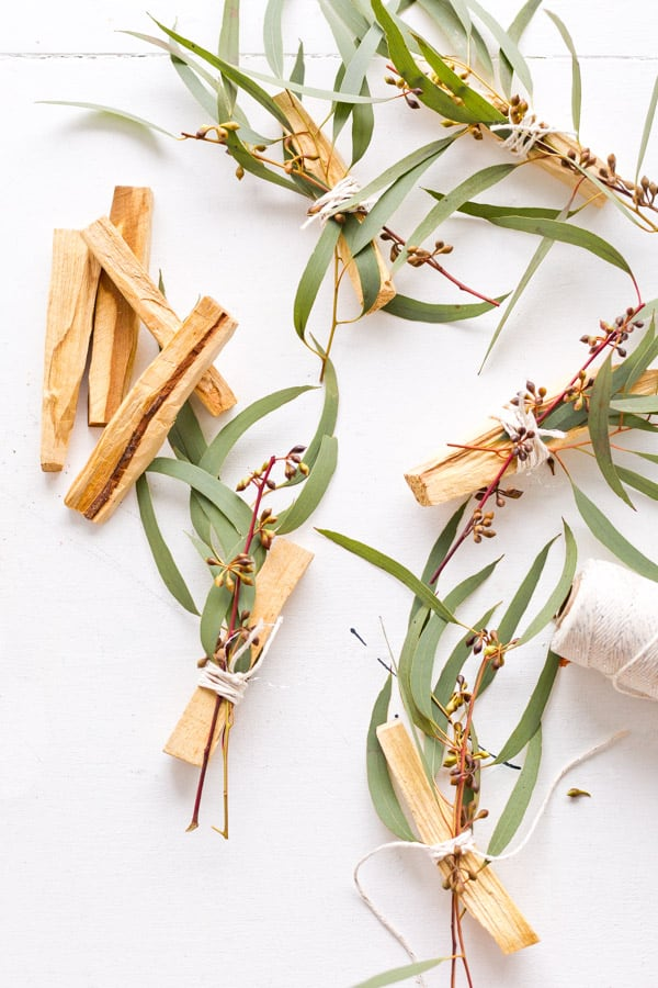 How to Make Eucalyptus Palo Santo Bundles As Gifts and Wedding Favors