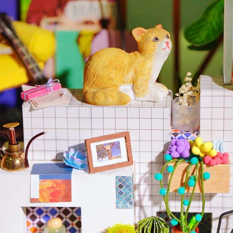 Miniture dollhouse cat
