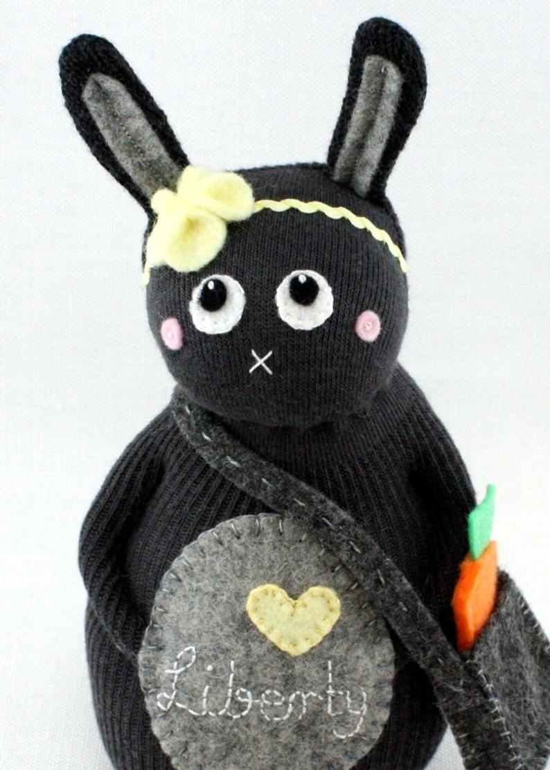 How adorable is this sock bunny!