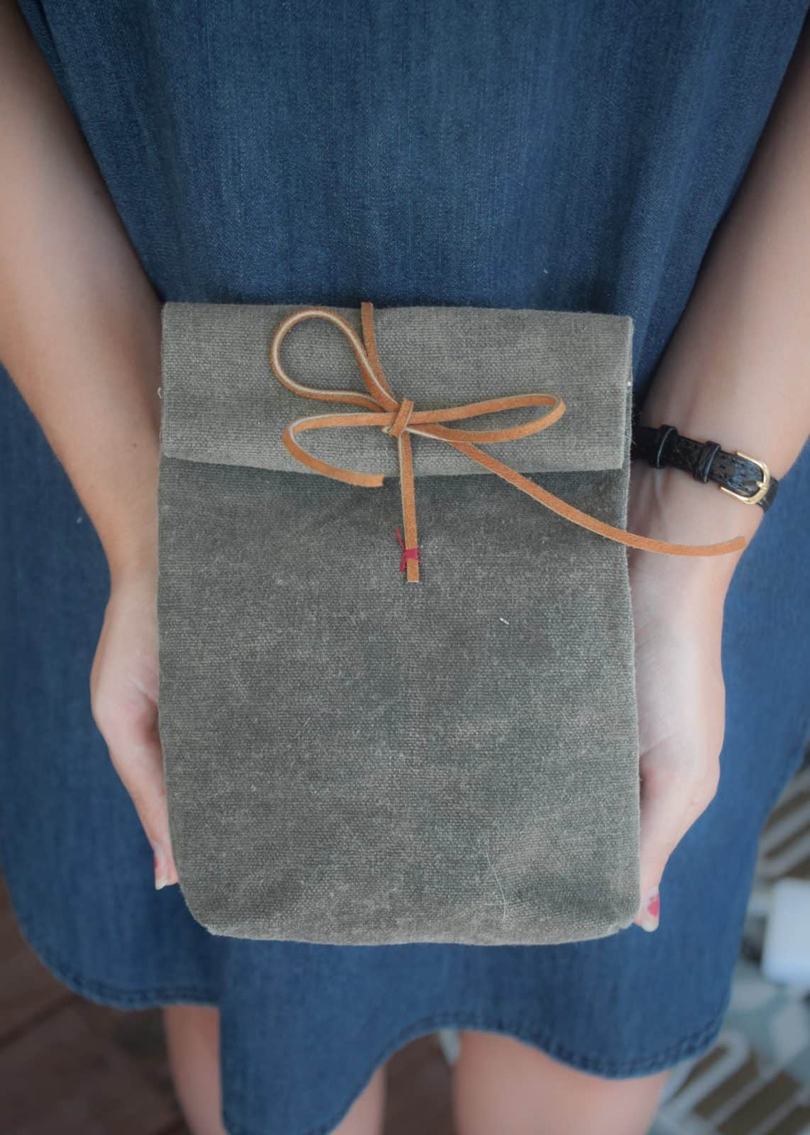 Make yourself a canvas and leather lunch bag