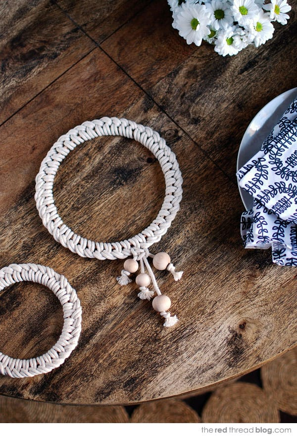 Make a Scandinavian style knotted trivet