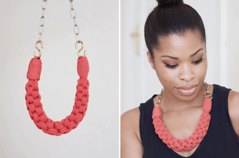 STRAIGHT KNOT NECKLACE