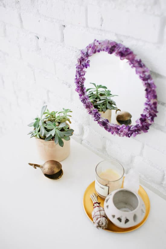Use crystals to decorate your mirror frame