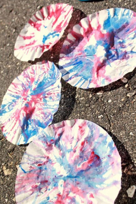 Spin Art Streamers: A 4th of July Craft for Kids