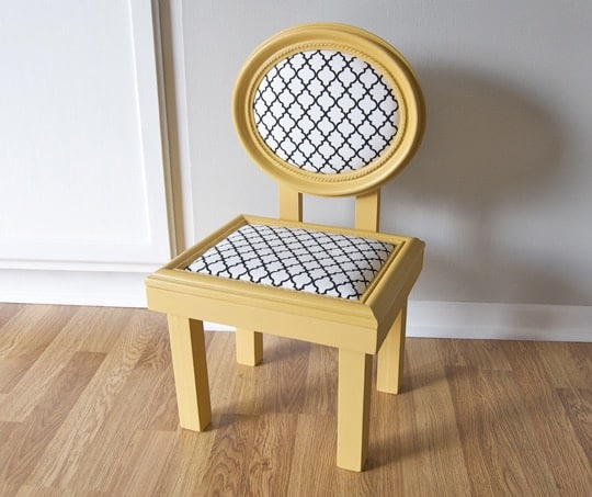 Make a child's chair from old picture frames