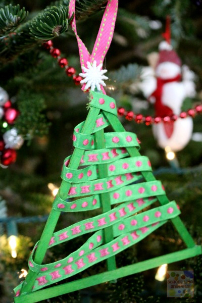We LOVE making Christmas ornaments and these GORGEOUS trees make the perfect craft for toddlers to tweens!