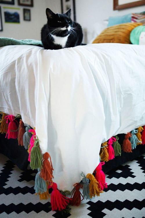 DIY Yarn Tassel Duvet Blanket