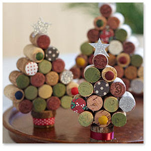 The PERFECT DIY Christmas tree craft to use up that box full of wine bottle corks!