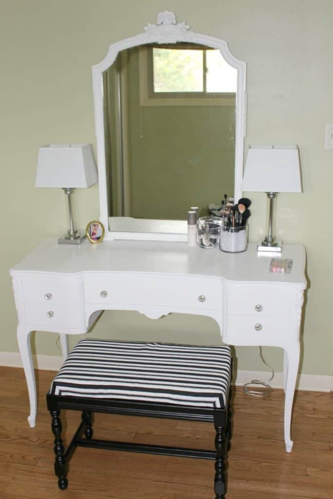 Love this vintage vanity table makeover!